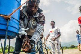 Эбола в ДР Конго: вакцина успешно лечит, но мешают война и суеверия
