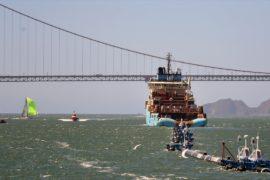Ловушку для сбора пластика повезли к крупнейшему мусорному острову в океане