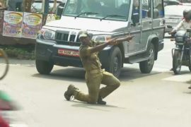 В Индии танцуют даже регулировщики