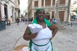 Кубинские торговцы поют, зазывая покупателей