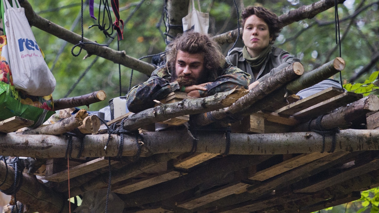 В Германии экоактивистов выгнали из лагеря, построенного на деревьях