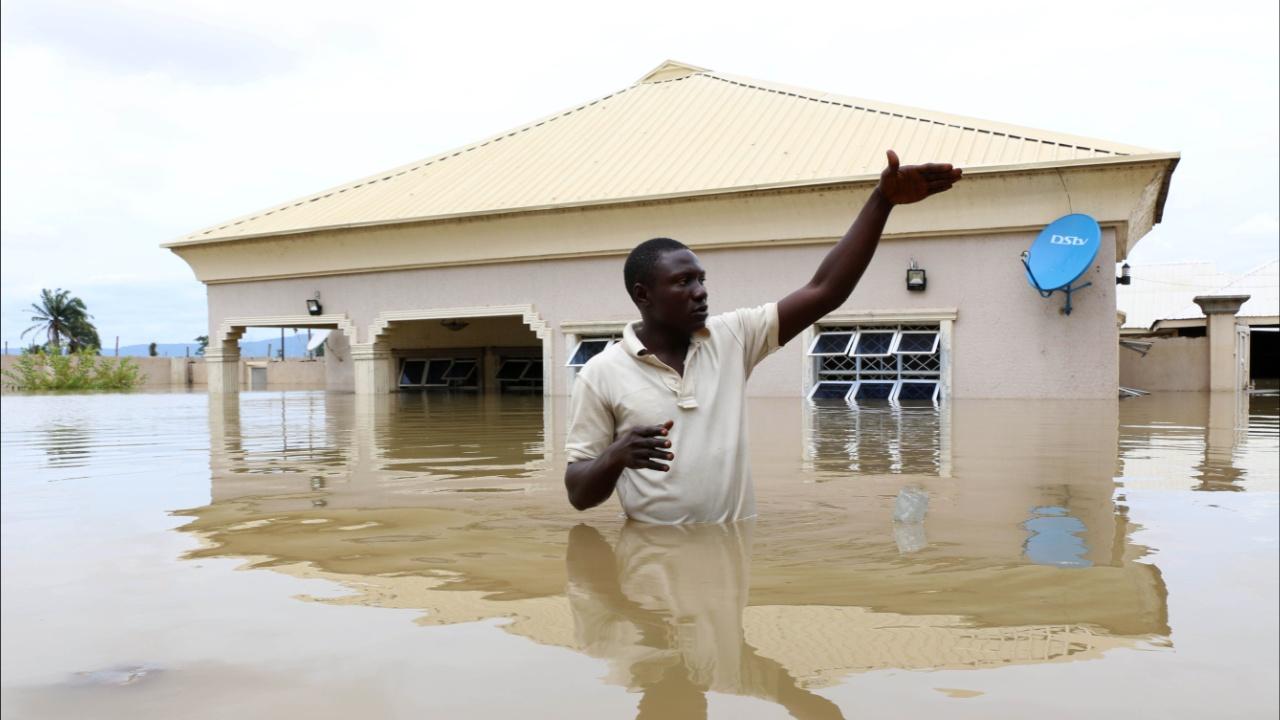 Наводнения в Нигерии: 100 погибших, тысячи бежавших