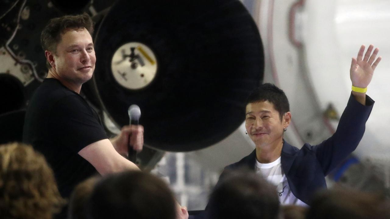 Первым частным пассажиром SpaceX станет японский миллиардер