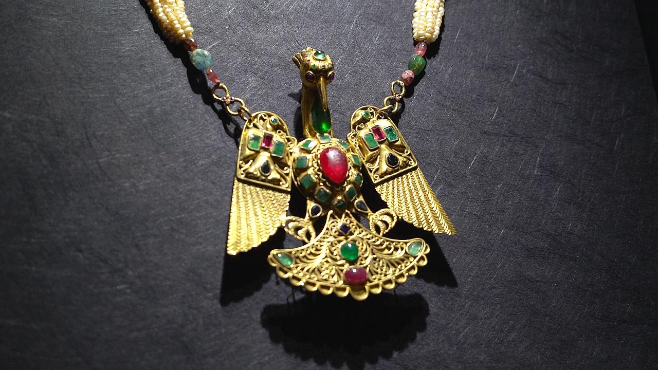 Древние жемчужные украшения привезли в Москву из Катара