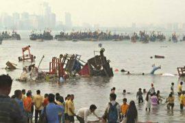 В Мумбаи волонтёры очищают пляж и море от токсичных статуэток