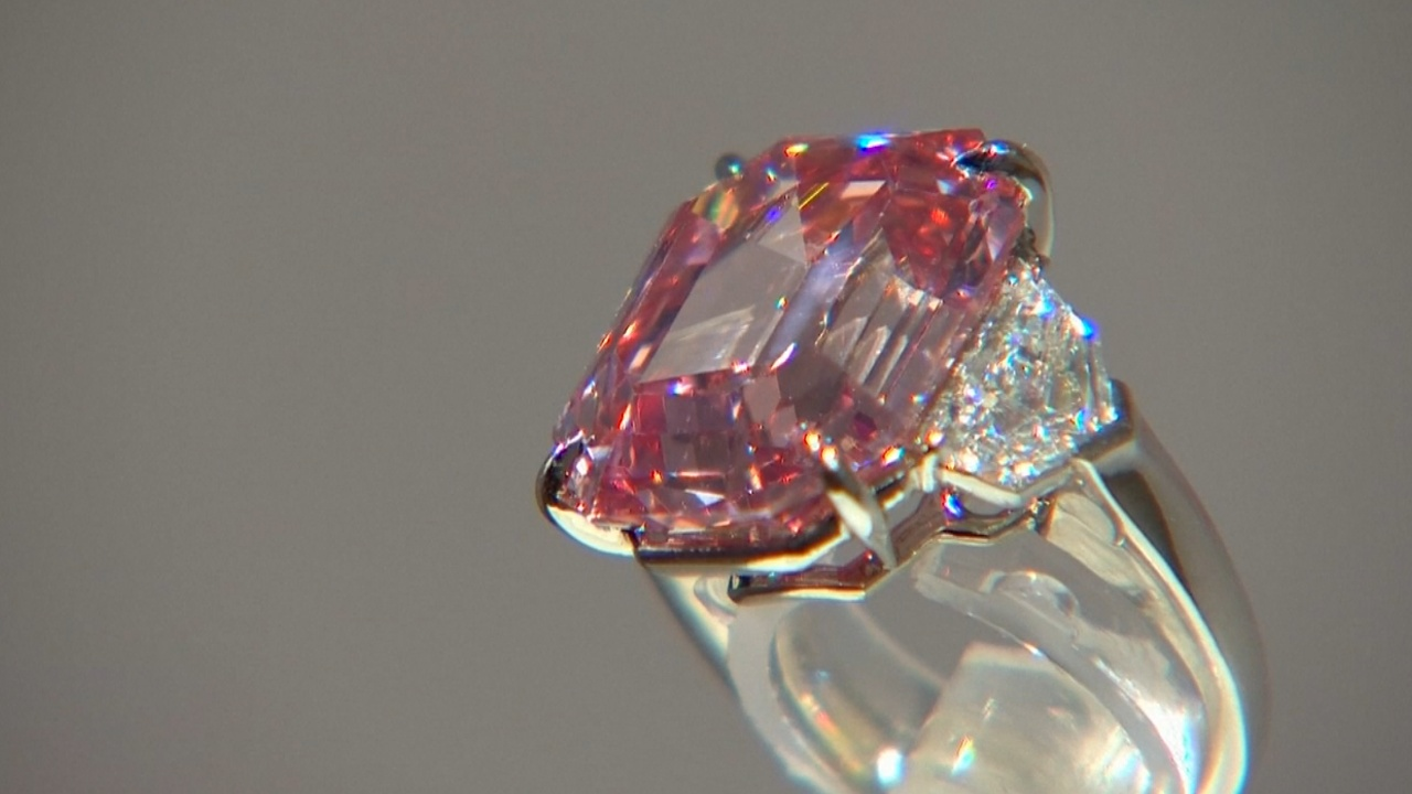 50 млн долларов хотят выручить за крупный розовый бриллиант на аукционе