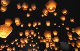 Тайваньцы запустили в небо сотни светящихся фонариков