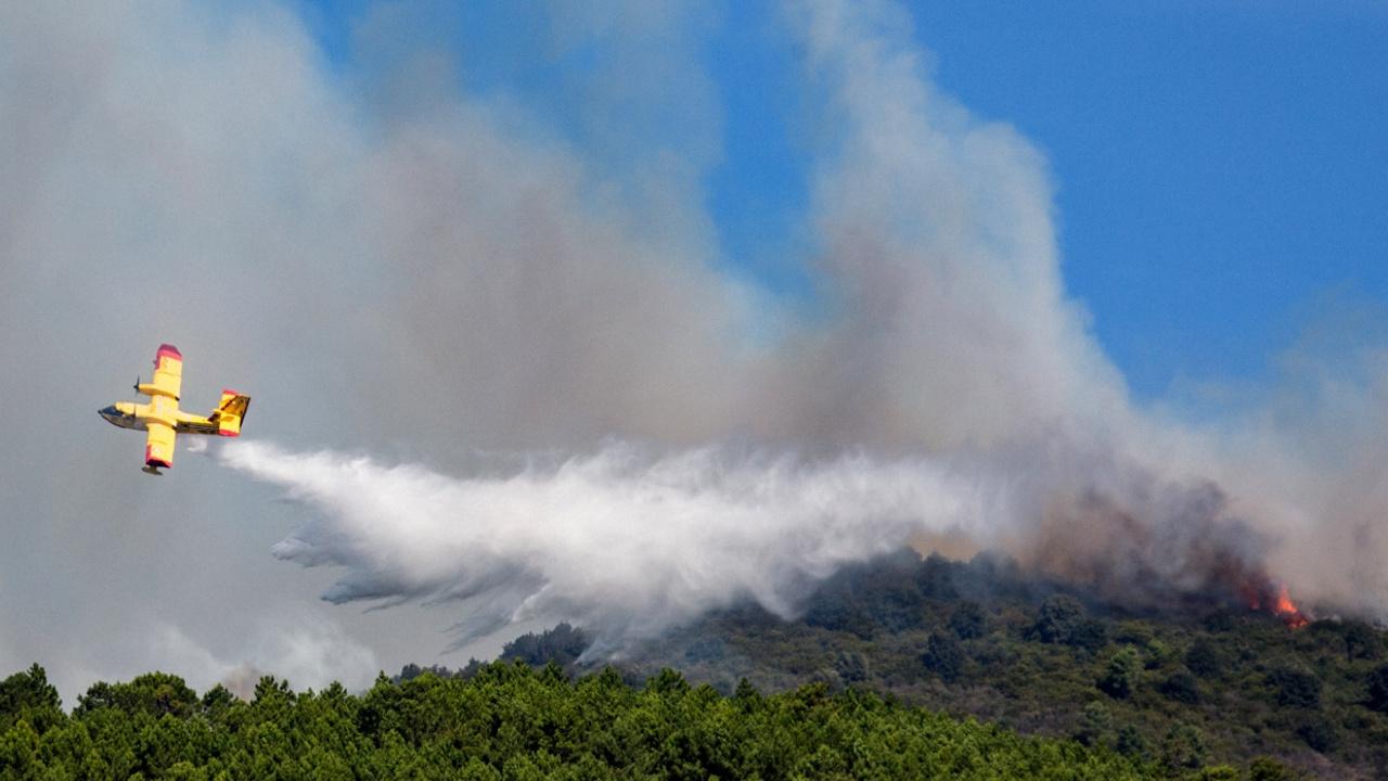 Лесной пожар в Тоскане: сотни эвакуированных, закрыт аэропорт