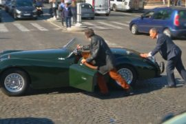 120-летие Парижского автошоу отметили парадом винтажных машин