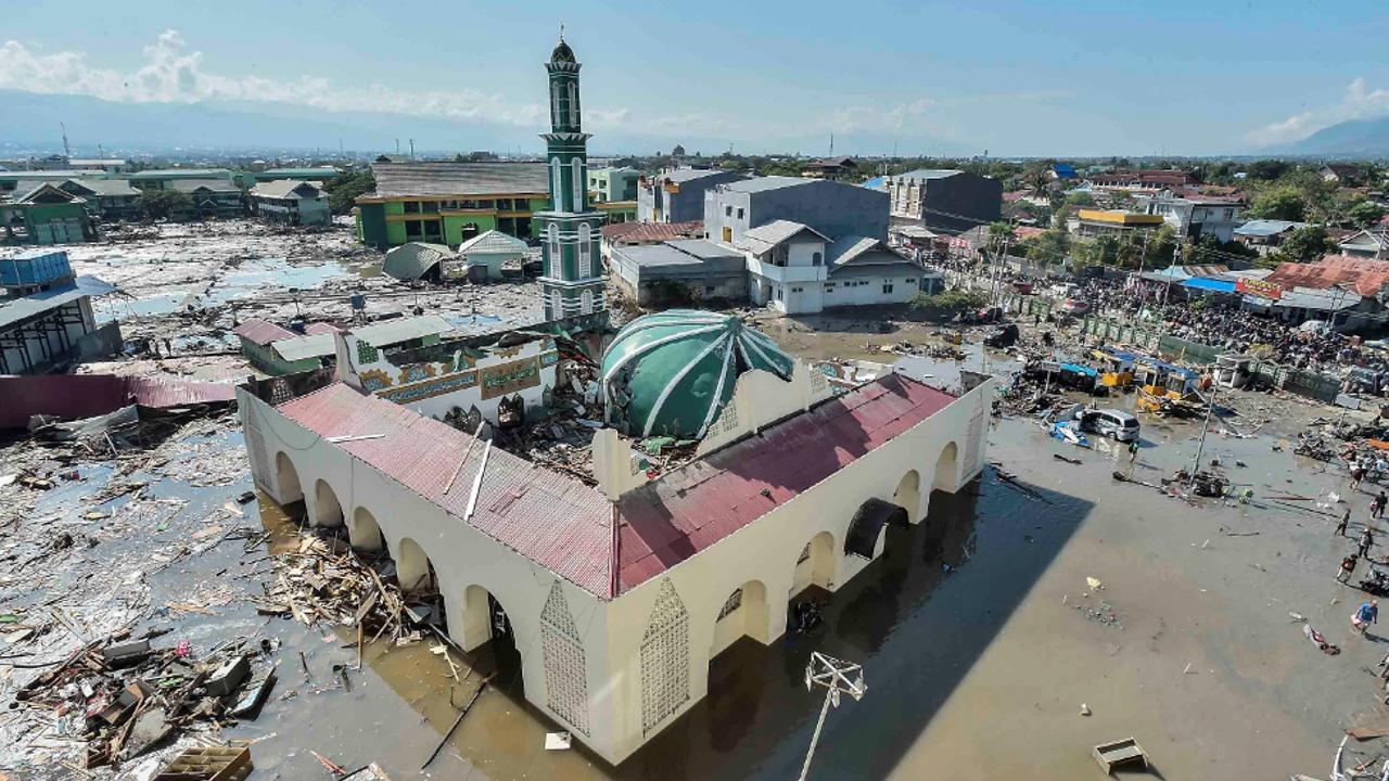 Жертв землетрясения в Индонезии уже более 1200