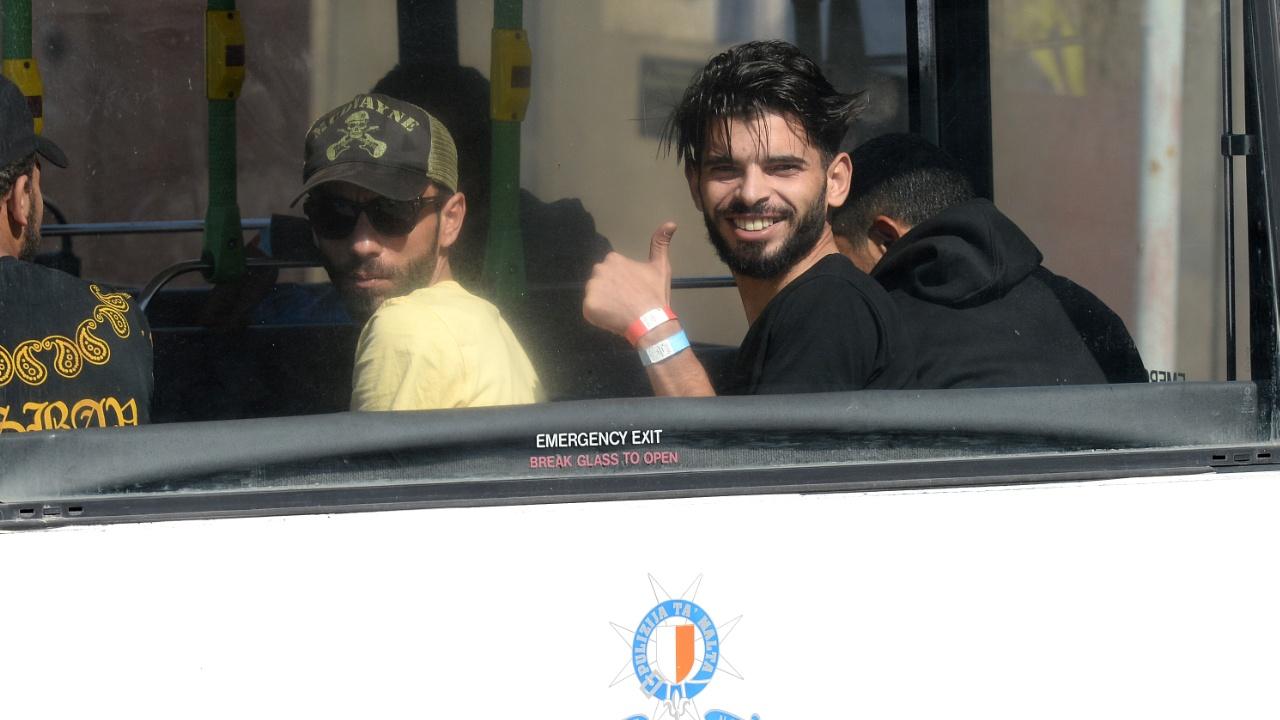 Мигрантов со спасательного судна «Водолей» доставили на Мальту