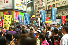 Тысячи гонконгцев вышли с протестом в годовщину основания КНР