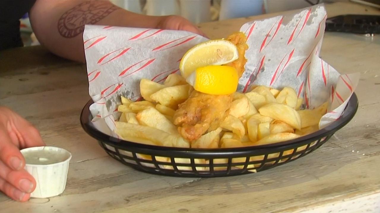 Рыба и картофель фри: почему в веганском кафе подают английское блюдо