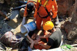 Число жертв землетрясения и цунами в Индонезии возросло до 1234