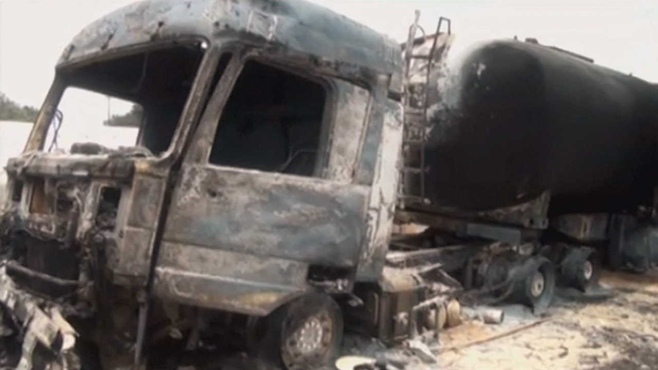 В ДР Конго при взрыве бензовоза погибли 39 человек, 84 — обгорели