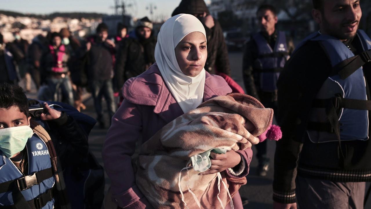 Amnesty International: женщины в греческих лагерях для беженцев боятся ходить в душ