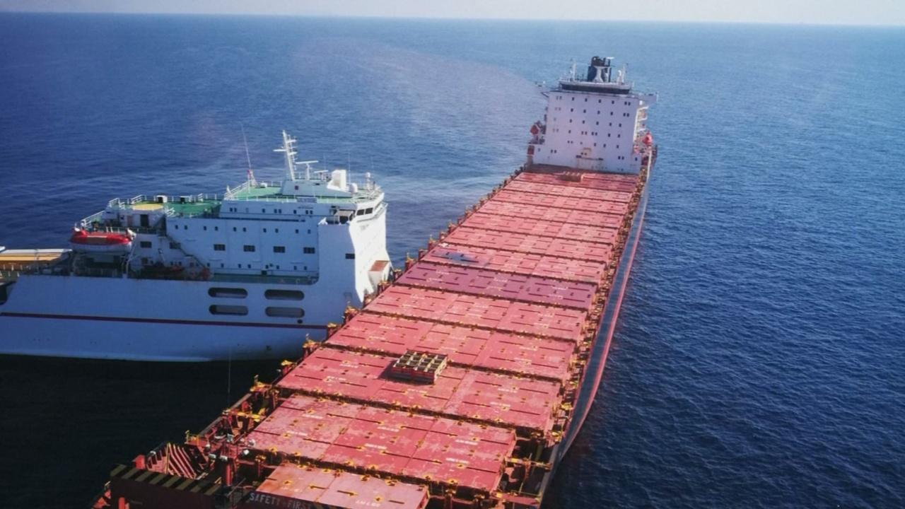 В Средиземном море грузовое судно протаранило контейнеровоз