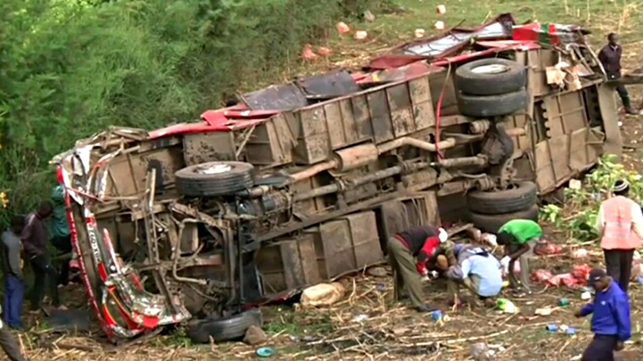 Автобус сорвался с откоса в Кении, 50 погибших