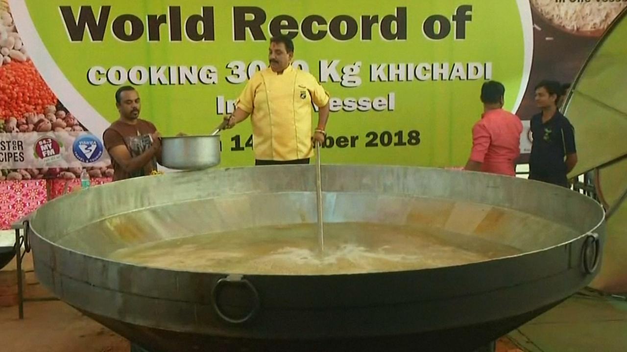 Индиец приготовил 3 т кичри и установил рекорд Гиннесса