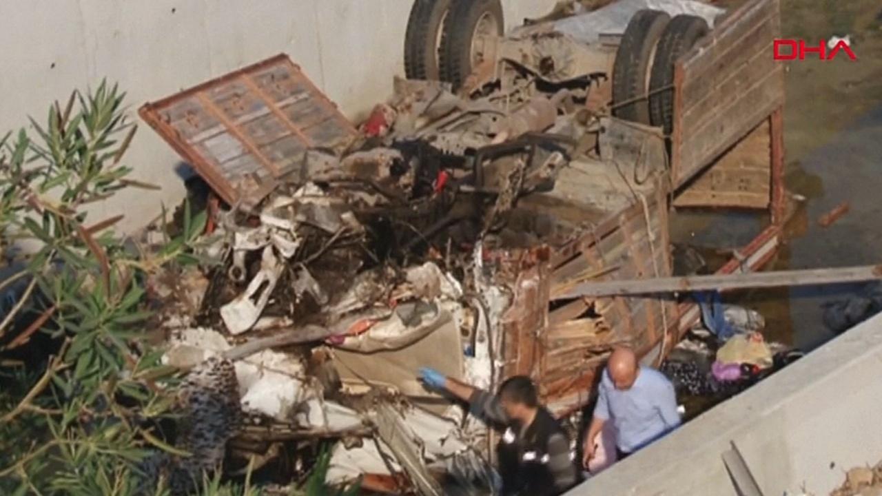 В Турции с автострады сорвался грузовик с мигрантами: 22 погибших