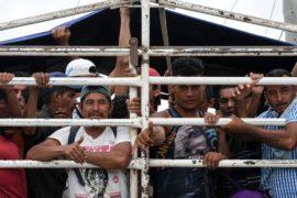 Президент Гватемалы не согласен с требованием Трампа не пропускать мигрантов