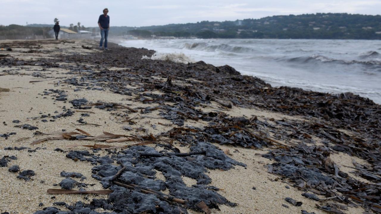 Пляжи Лазурного берега закрыли из-за разлива топлива