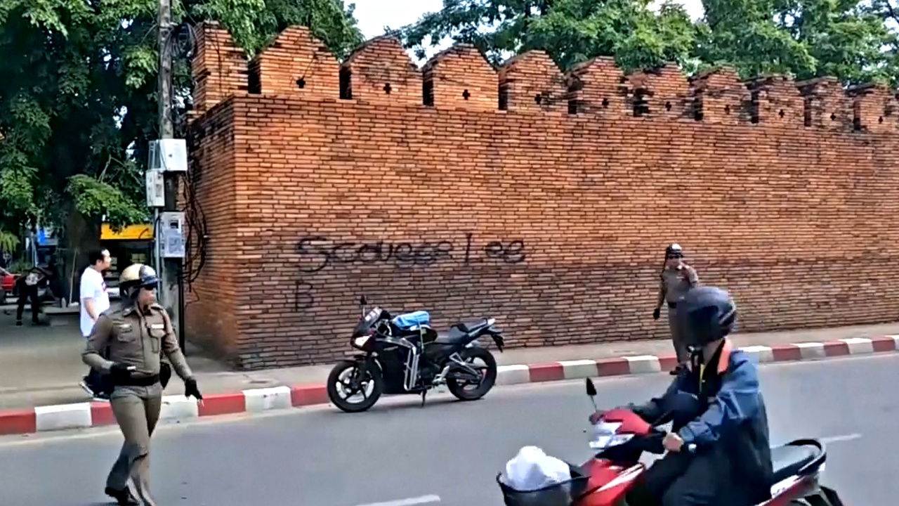 Британца и канадку могут посадить на 10 лет за граффити в Таиланде