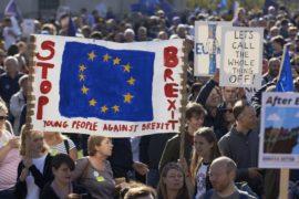 Более 500 тысяч британцев потребовали второго референдума по «брекситу»