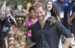 Принца Гарри и его жену встречают на Фиджи