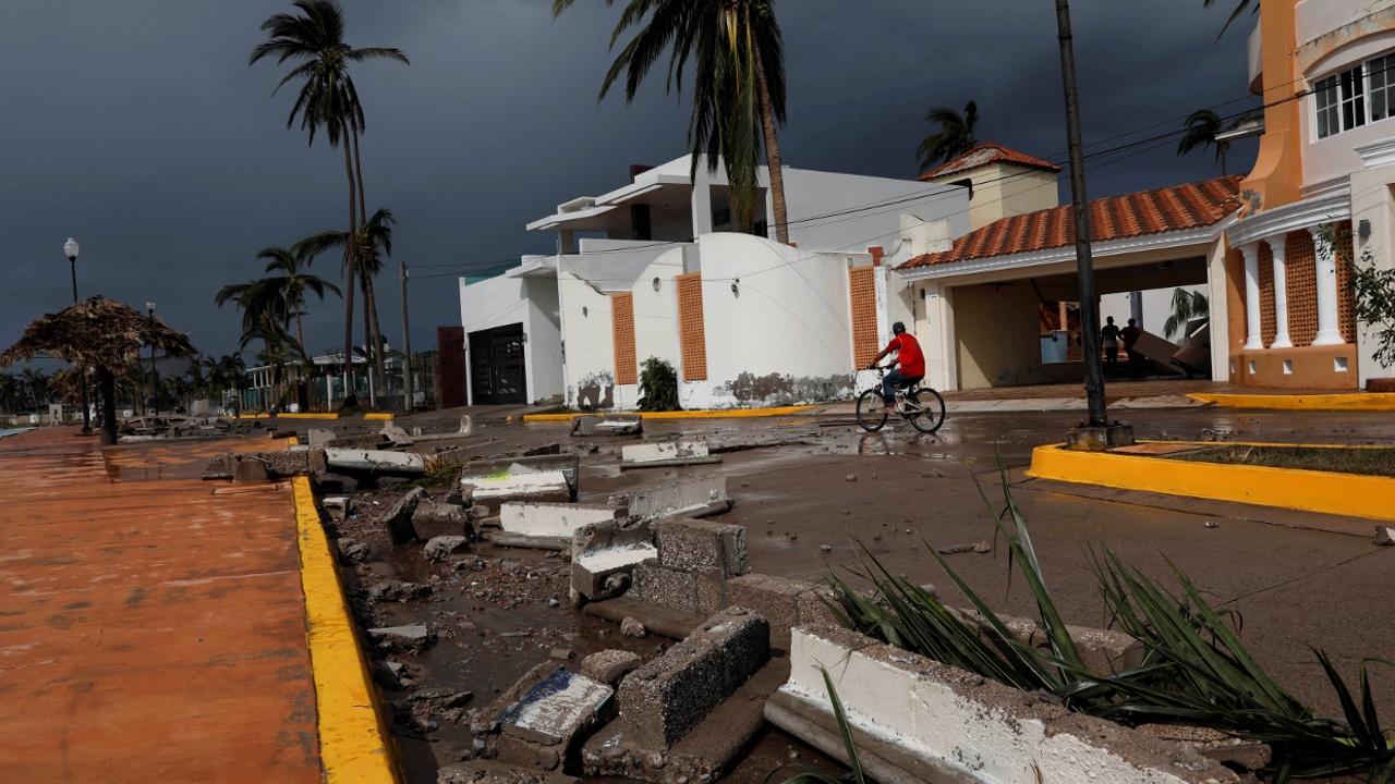 В Мексике устраняют последствия урагана Уилла