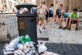 Мусор, плохие дороги и стареющий транспорт: жители Рима хотят реформ