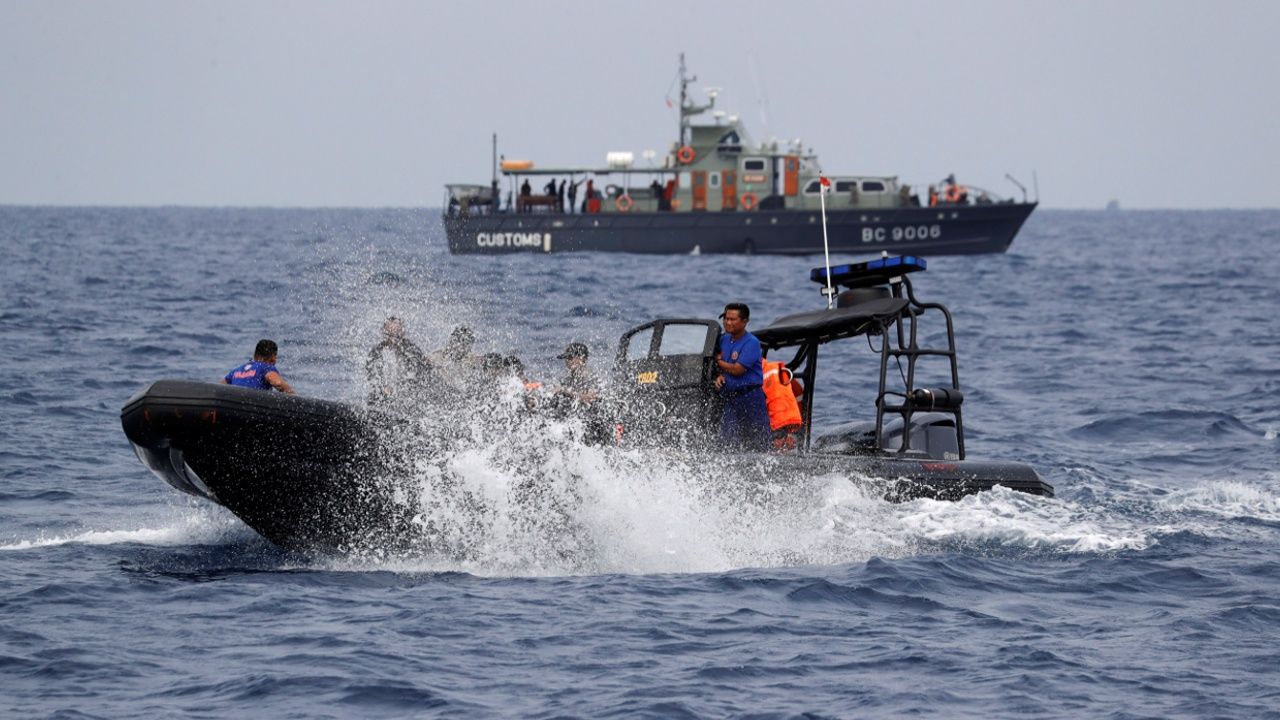 У берегов Индонезии продложают искать чёрные ящики упавшего «Боинга»