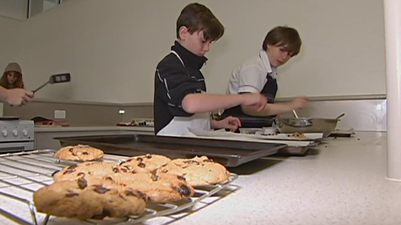 Печенье со сверчками: как австралийских детей учат готовить