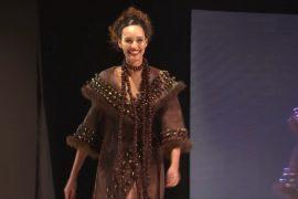Шоколадные платья от кутюр показали в Париже