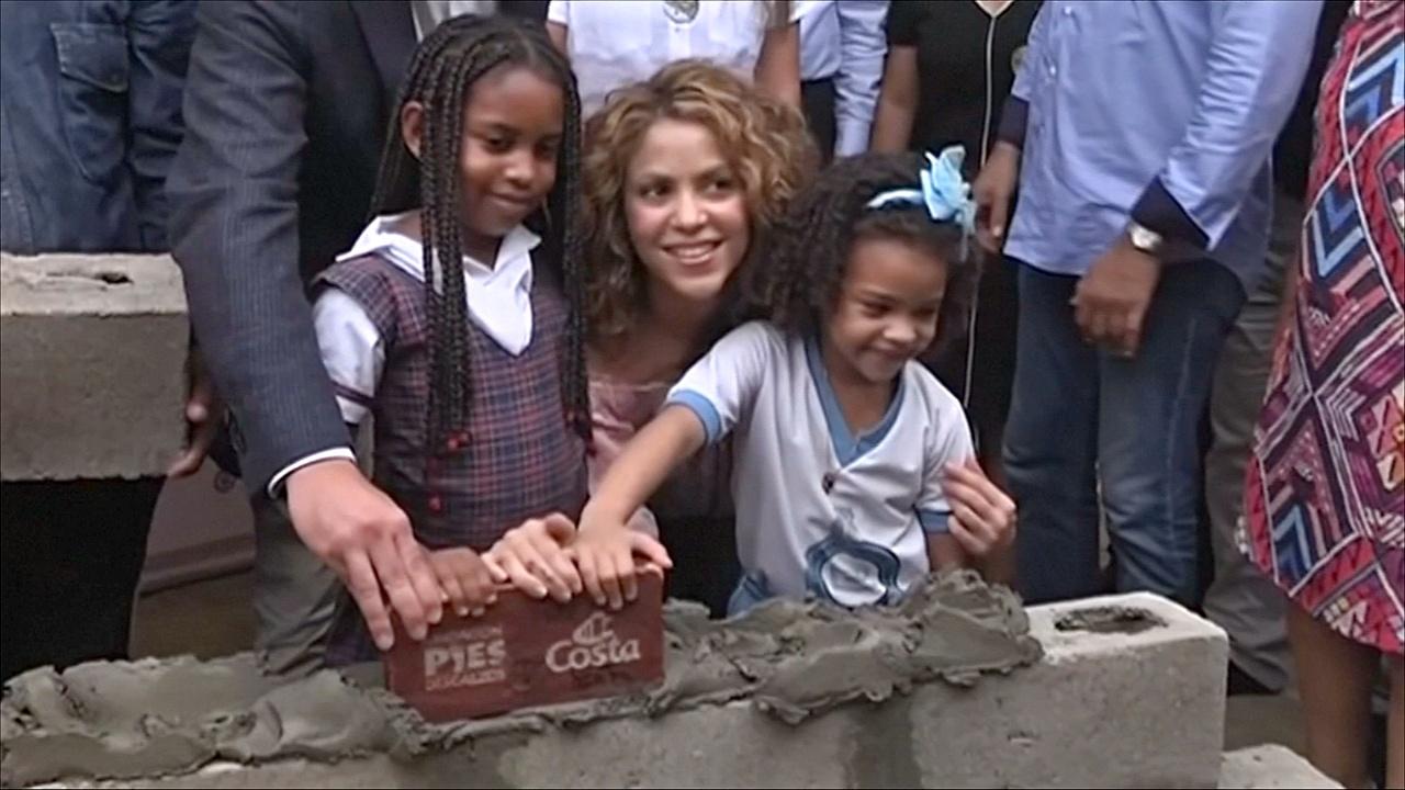 Шакира построит в Колумбии ещё две школы