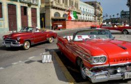 По Гаване проехали автомобильные раритеты