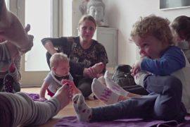Британских детей учат йоге и медитации