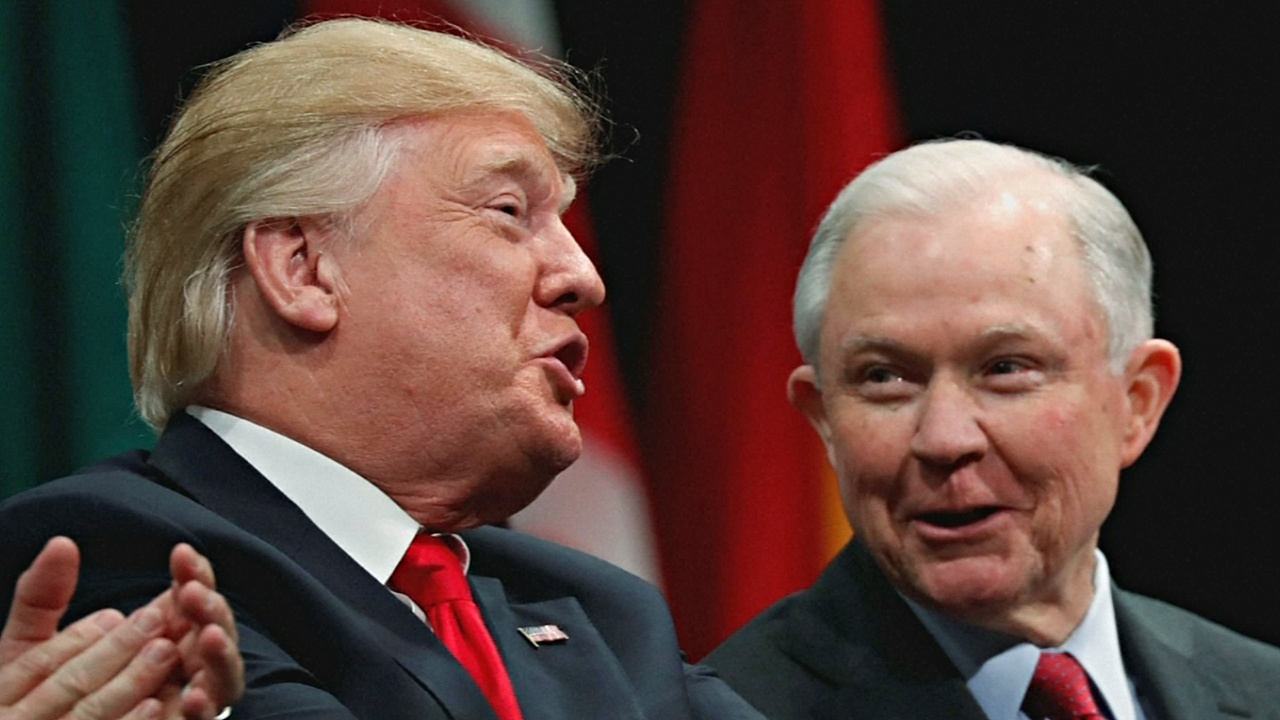 Дональд Трамп попросил генерального прокурора уйти в отставку