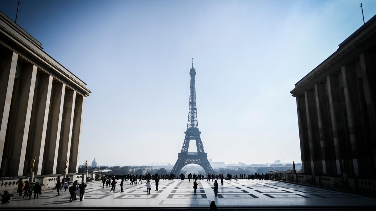 Часть лестницы Эйфелевой башни продадут на аукционе