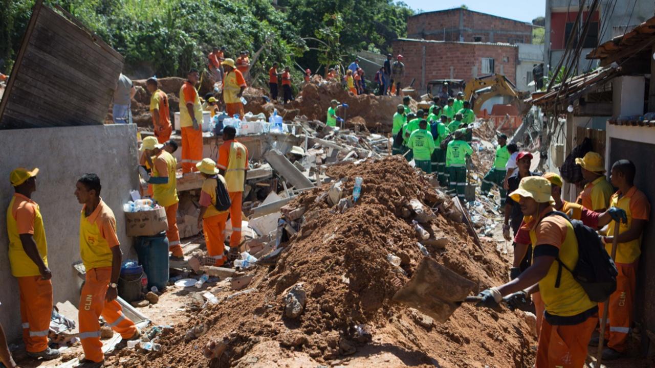 Не менее 14 человек стали жертвами оползня в Бразилии
