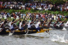 Знаменитые гонки на лодках-змеях прошли в Индии