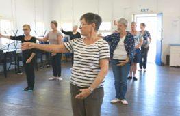 Австралийские бабушки занимаются балетом