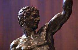 По пальцам бронзовых всадников определили авторство Микеланджело