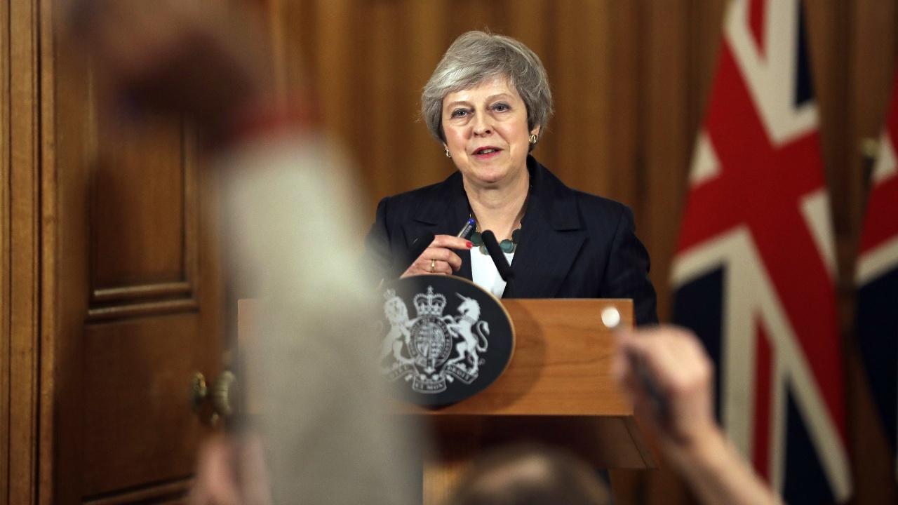 «Брексит»: уход министров и возможный вотум недоверия Терезе Мэй