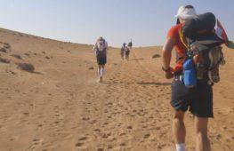 В пустыне Омана проходит один из сложнейших марафонов мира