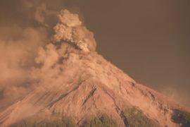 В Гватемале 4000 человек эвакуировали из-за извержения Фуэго
