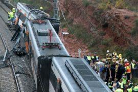 Оползень сбил с рельсов пассажирский поезд в Каталонии
