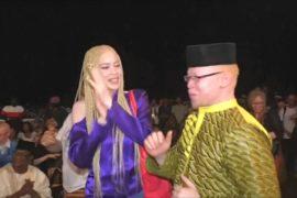 Певец-альбинос в Мали дал концерт в защиту таких, как он