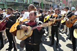 Мариачи провели в Мехико ежегодное шествие