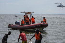 Число жертв крушения судна в Уганде возросло до 30